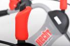 Motorový zametací kartáč HECHT 8101 - ovládací páčky na panelu madla