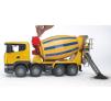 Míchačka na beton Scania R BRUDER 03554 při vyprazdňování materiálu