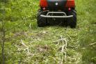 Mulčovací traktor SECO Goliath 4x4 poseká dřeviny o průměru až 4 cm
