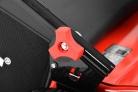 Motorový provzdušňovač trávníku HECHT 5675 - snadná montáž díky praktickým úchytům