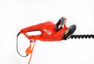Elektrické nůžky na živý plot HECHT 606 - odhlehčovač pnutí kabelu je dalším bezpečnostním prvkem