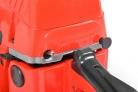 Motorová řetězová pila HECHT 45 - kovový vypínač a páčka sytiče