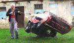 Šroubový zvedák zahradního traktoru DAKR umožní lepší servis zahradního traktoru
